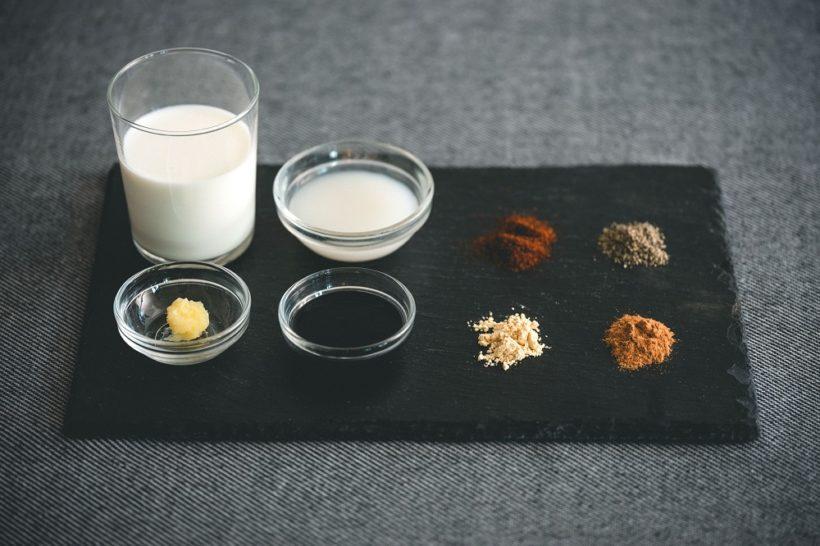 甘酒、ミルク、ぎー、黒練りごま、チリパウダー、黒こしょう、ジンジャーパウダー、シナモンパウダー